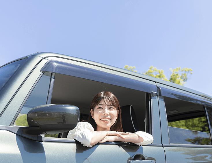 女性運転画像