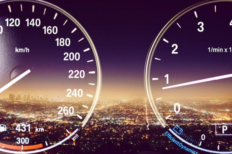 電気自動車とガソリン車の燃費を比較