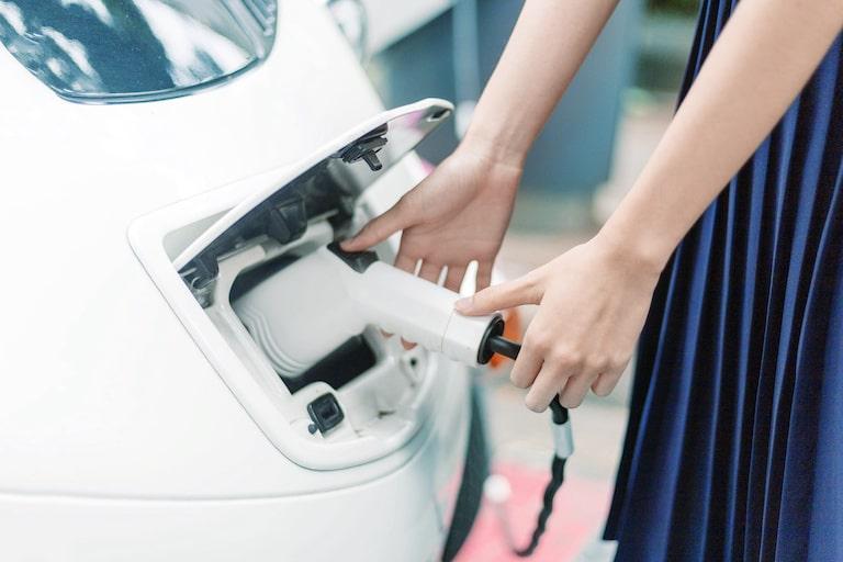 電気自動車の充電時間と航続距離