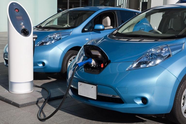 日本で購入できる電気自動車の車種や国内のEV普及状況を紹介