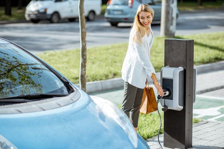 自宅に設置できる電気自動車の充電設備